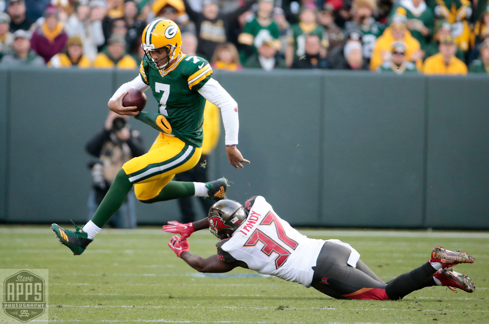 Green Bay Packers quarterback Brett Hundley (7) scrambles for a 7-yards and a 1st down in Overtime. <br /> The Green Bay Packers hosted the Tampa Bay Buccaneers at Lambeau Field in Green Bay,  Sunday, Dec. 3, 2017. The Packers won in 26-20 in Overtime.   STEVE APPS FOR THE STATE JOURNAL.