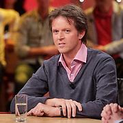NLD/Hilversum/20120326 - Uitzending van RTL sportprogramma Voetbal international, Emile Schelvis