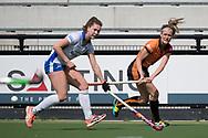 Eindhoven - Oranje Rood - Kampong  Dames, Hoofdklasse Hockey Heren, Seizoen 2017-2018, 15-04-2018, Oranje Rood - Kampong 3-1, Donja Zwinkels (Oranje-Rood) en  Michelle Fillet (Kampong)<br /> <br /> (c) Willem Vernes Fotografie