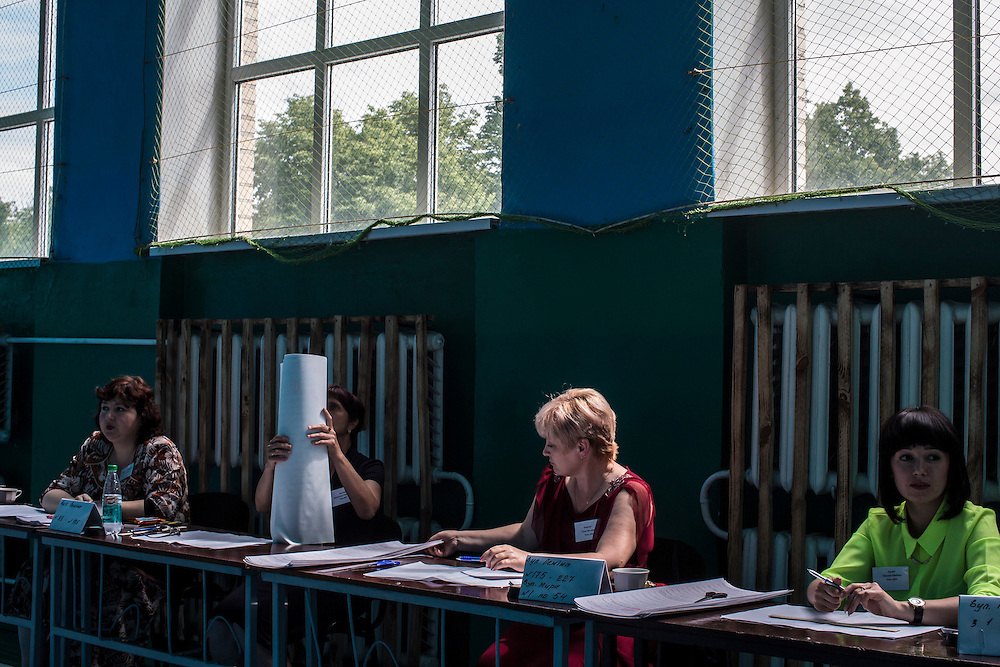 ULYANOVKA, UKRAINE - MAY 25: Election workers at a polling station organize ballots for Ukraine's presidential election on May 25, 2014 in Ulyanovka, Ukraine. The elections are widely viewed as crucial to taming instability in the eastern part of the country. (Photo by Brendan Hoffman/Getty Images) *** Local Caption ***