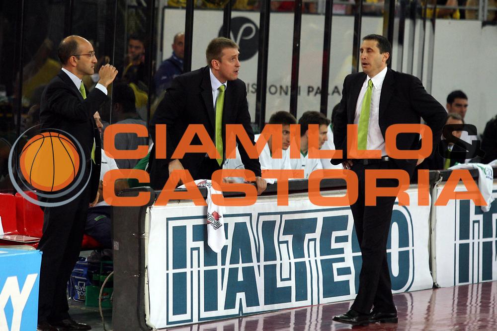 DESCRIZIONE : Roma Lega A1 2005-06 Play Off Semifinale Gara 2 Lottomatica Virtus Roma Benetton Treviso <br />GIOCATORE : Blatt<br />SQUADRA : Benetton Treviso <br />EVENTO : Campionato Lega A1 2005-2006 Play Off Semifinale Gara 2 <br />GARA : Lottomatica Virtus Roma Benetton Treviso <br />DATA : 03/06/2006 <br />CATEGORIA : Delusione<br />SPORT : Pallacanestro <br />AUTORE : Agenzia Ciamillo-Castoria/G.Ciamillo