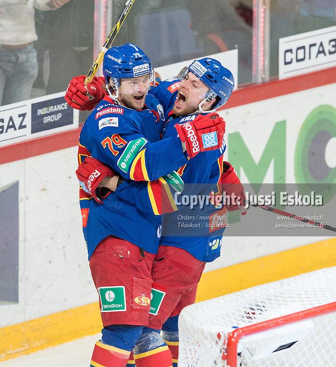 Tommi Huhtala juhlii 2-1-maalia, vas. Eetu Pöysti.  Jokerit - Tsska Moskova. KHL. 16.3.2015. Photo: Jussi Eskola
