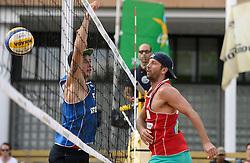 16-07-2014 NED: FIVB Grand Slam Beach Volleybal, Apeldoorn<br /> Poule fase groep A mannen - Steven van de Velde (2) NED, Sean Rosenthal (2) USA