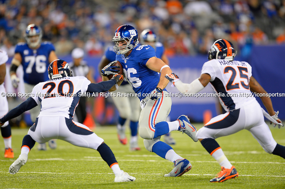 September 15, 2013: New York Giants tight end Bear Pascoe (86) carries the ball during the second half of a week 2 NFL matchup between the Denver Broncos and the New York Giants at MetLife Stadium is East Rutherford NJ. The Broncos defeated the Giants 41-23.