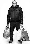 """""""Kontakte zählen.<br /> Und ich kenne<br /> ein paar Leute<br /> auf dem Kiez.""""<br /> Timo wohnt jetzt über dem<br /> Clochard auf der Reeperbahn.<br /> Er habe Glück gehabt<br /> und die richtigen Leute<br /> gekannt. Die Behörden<br /> hingegen hätten ihm nicht<br /> geholfen, sagt der inzwischen<br /> ehemalige Obdachlose."""