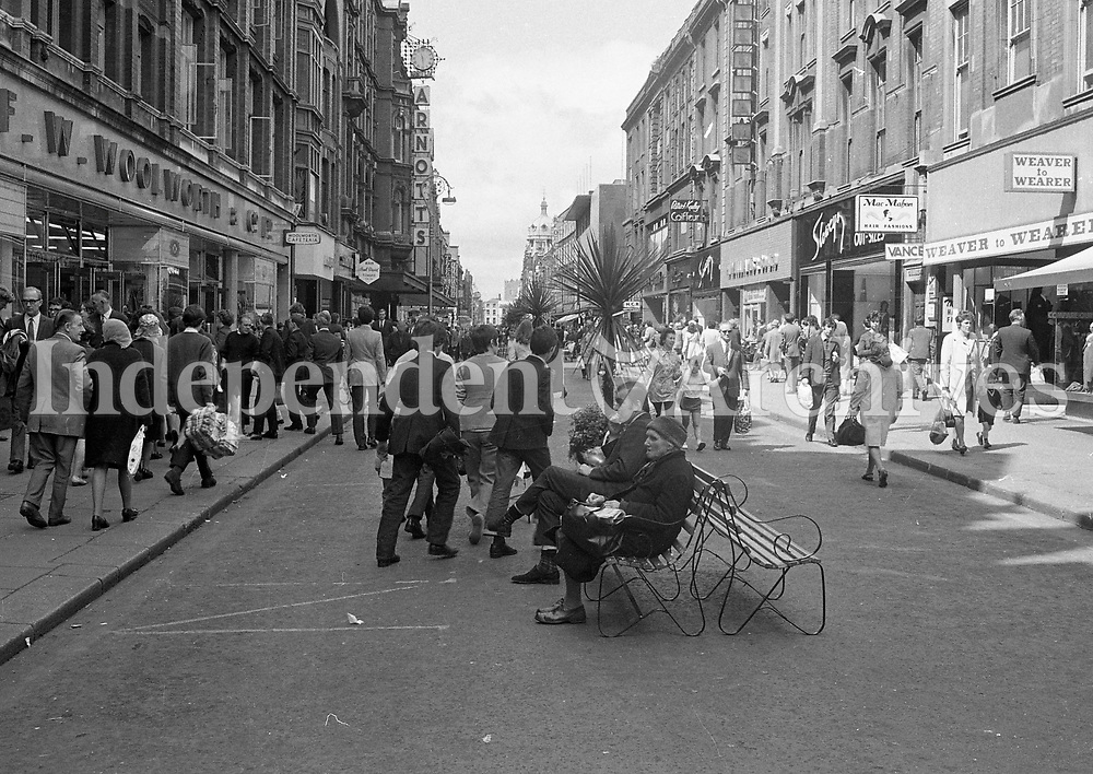 Scenes from Henry Street, Dublin, circa June 1971 (Part of the Independent Newspapers Ireland/NLI Collection).