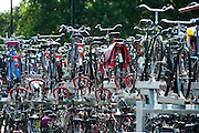 Volle fietsenstalling bij station Nijmegen.<br /> <br /> Bike park at the train station of Nijmegen.
