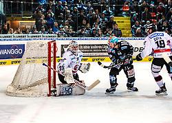 12.11.2019, Keine Sorgen Eisarena, Linz, AUT, EBEL, EHC Liwest Black Wings Linz vs HC Orli Znojmo, 19. Runde, im Bild v.l. Tormann Teemu Tapio Lassila (HC Orli Znojmo), Stefan Gaffal (EHC Liwest Black Wings Linz) erzielt das 3 zu 2 // during the Erste Bank Eishockey League 19th round match between EHC Liwest Black Wings Linz and HC Orli Znojmo at the Keine Sorgen Eisarena in Linz, Austria on 2019/11/12. EXPA Pictures © 2019, PhotoCredit: EXPA/ Reinhard Eisenbauer