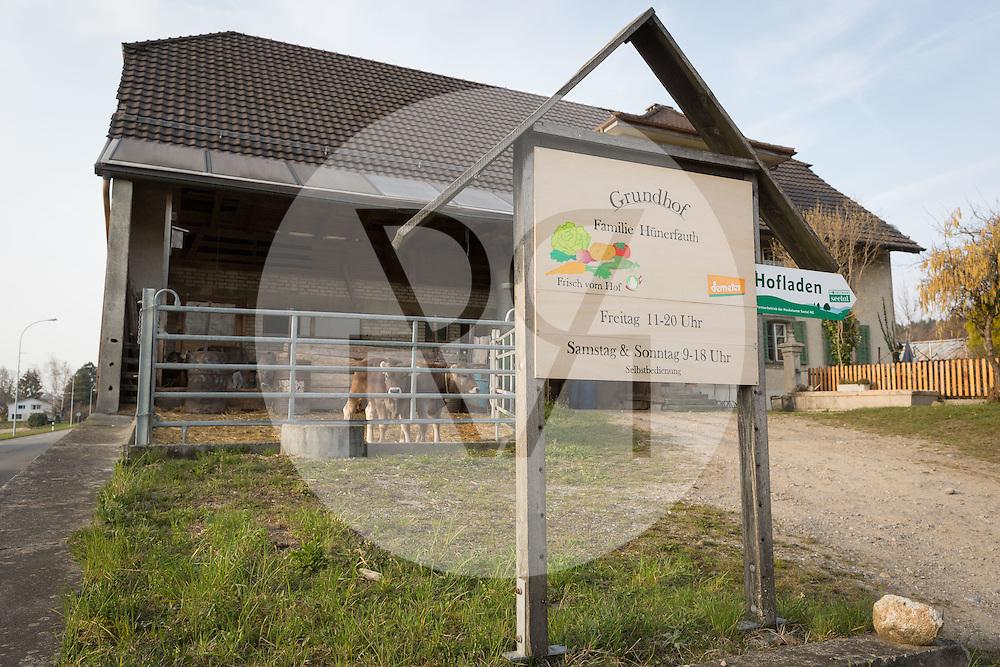 SCHWEIZ - MEISTERSCHWANDEN - Tafel zum Hofladen vom Grundhof - 24. März 2016 © Raphael Hünerfauth - http://huenerfauth.ch