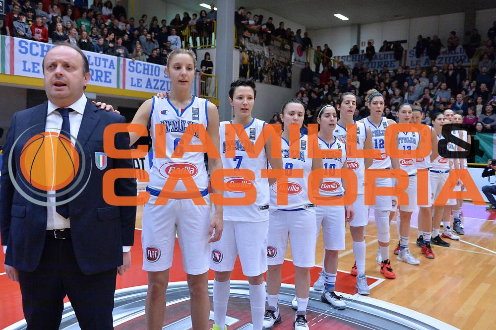 DESCRIZIONE : Schio Nazionale Italia Femminile Qualificazione Europeo Femminile 2017 Italia Montenegro Italy Montenegro<br /> GIOCATORE : team italia<br /> CATEGORIA : inno nazionale<br /> SQUADRA : Italia Italy<br /> EVENTO : Qualificazione Europeo Femminile 2017<br /> GARA : Italia Montenegro Italy Montenegro<br /> DATA : 20/02/2016 <br /> SPORT : Pallacanestro<br /> AUTORE : Agenzia Ciamillo/M.Gregolin<br /> Galleria : FIP Nazionali 2016<br /> Fotonotizia : Schio Nazionale Italia Femminile Qualificazione Europeo Femminile 2017 Italia Montenegro Italy Montenegro