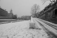 France. Paris.6th district, Quai des grands Augustins. Paris under the snow / Paris sous la neige en hiver
