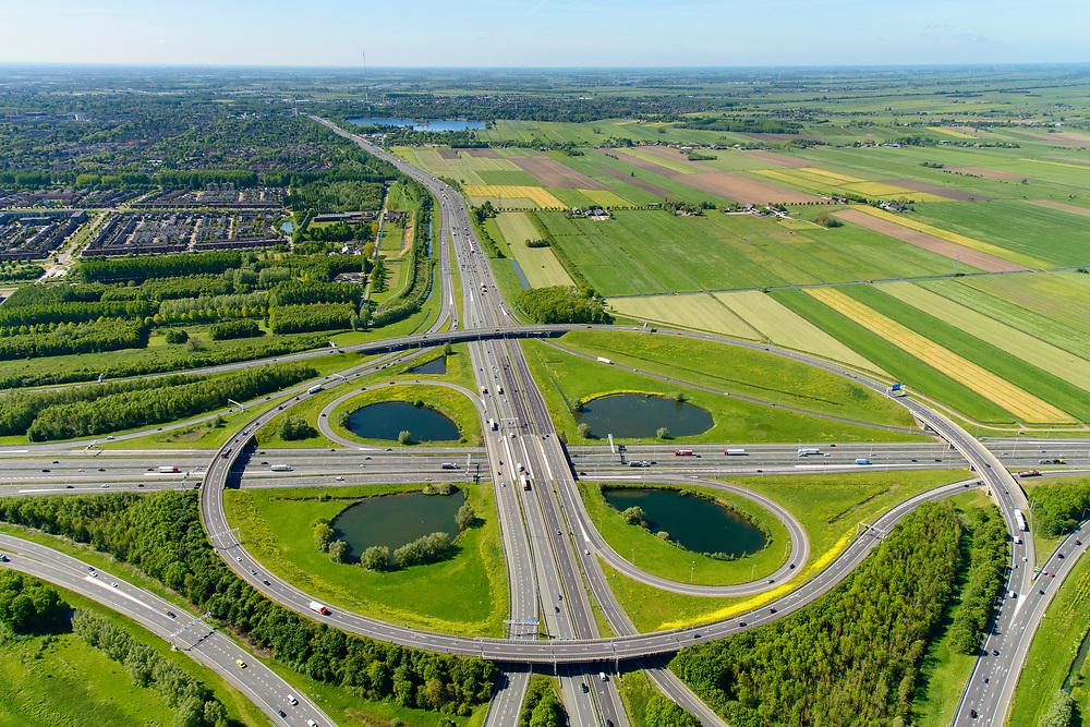 Nederland, Utrecht, Utrecht, 13-05-2019; Knooppunt Oudenrijn, kruising rijkswegen A12 en A2. Klaverblad knooppunt, klaverturbine. Gezien naar het Zuiden, Nieuwegein.<br /> Oudenrijn junction, major intersection, southwest of Utrecht.<br /> <br /> luchtfoto (toeslag op standard tarieven);<br /> aerial photo (additional fee required);<br /> copyright foto/photo Siebe Swart