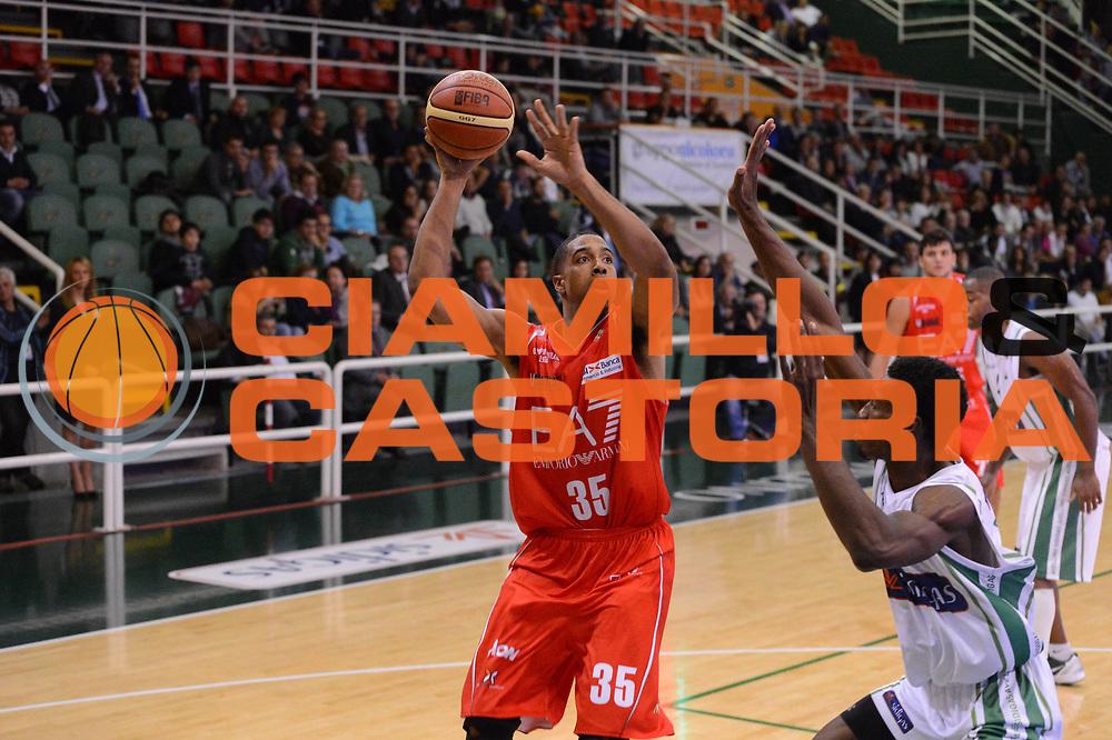 DESCRIZIONE : Avellino Lega A 2012-13 Sidigas Avellino EA7 Emporio Armani Milano<br /> GIOCATORE : Richard Hendrix<br /> CATEGORIA : tiro <br /> SQUADRA : EA7 Emporio Armani Milano<br /> EVENTO : Campionato Lega A 2012-2013 <br /> GARA : Sidigas Avellino EA7 Emporio Armani Milano<br /> DATA : 15/10/2012<br /> SPORT : Pallacanestro <br /> AUTORE : Agenzia Ciamillo-Castoria/GiulioCiamillo<br /> Galleria : Lega Basket A 2012-2013  <br /> Fotonotizia : Avellino Lega A 2012-13 Sidigas Avellino EA7 Emporio Armani Milano<br /> Predefinita :