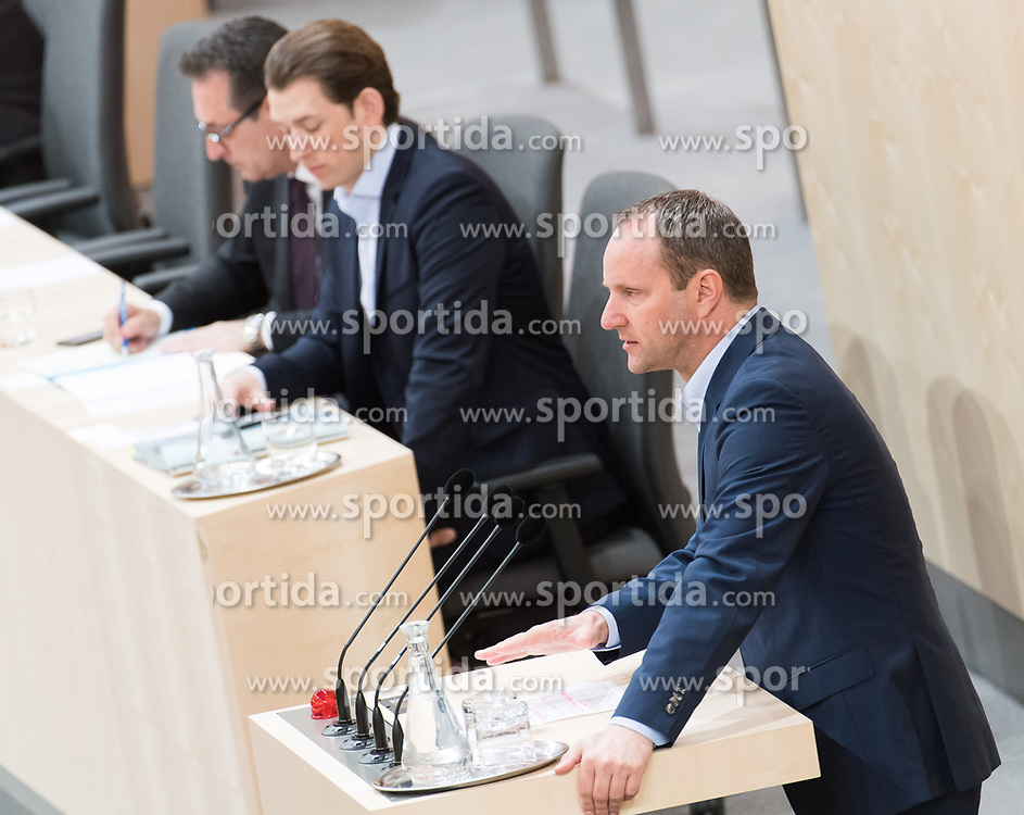 17.04.2018, Hofburg, Wien, AUT, Parlament, Sitzung des Nationalrates mit Generaldebatte über das Doppelbudget 2018 und 2019, im Bild NEOS-Klubobmann Matthias Strolz vor Bundeskanzler Sebastian Kurz (ÖVP) und // Party whip of the Austrian Liberal Party NEOS Matthias Strolz in front of Austrian Federal Chancellor Sebastian Kurz and Austrian Vice Chancellor Heinz-Christian Strache during meeting of the National Council of Austria regarding on federal budget for 2018 and 2019 at Hofburg palace in Vienna, Austria on 2018/04/17, EXPA Pictures © 2018, PhotoCredit: EXPA/ Michael Gruber
