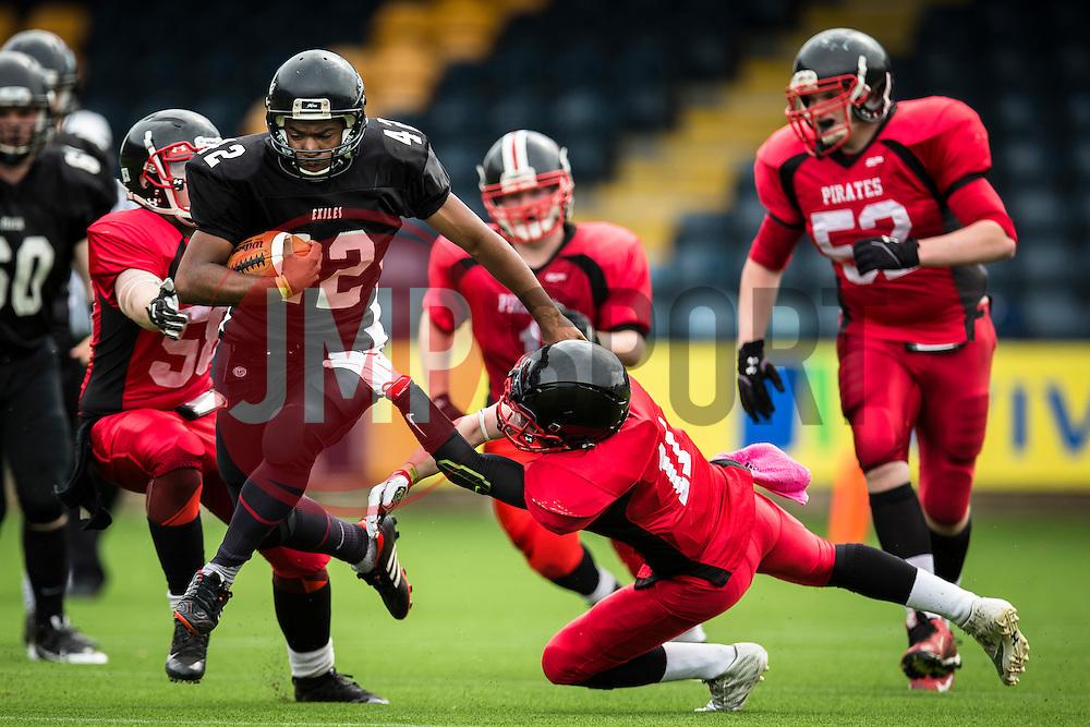 Kent Exiles running back dodges a tackle - Mandatory by-line: Jason Brown/JMP - 27/08/2016 - AMERICAN FOOTBALL - Sixways Stadium - Worcester, England - Kent Exiles v East Kilbride Pirates - BAFA Britbowl Finals Day