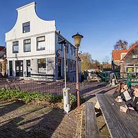 Nederland, Amsterdam, 25 november 2016.<br /> Café t Sluisje aan de Nieuwendammerdijk in Amsterdam Noord.<br /> Café 't Sluisje is een oud, bruin café en bestaat al meer dan 100 jaar<br /> <br /> Foto: Jean-Pierre Jans