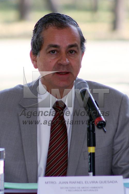 México, D.F.- Juan Rafael Elvira Quesada, Secretario de Medio Ambiente y Recursos Naturales  durante el inicio del Programa  ProAire 2011-2020 para mejorar la calidad del aire en la zona Metropolitana del Valle de México,  que tendrá un costo de más de 54 mil millones de pesos. Agencia MVT / José Hernández. (DIGITAL)