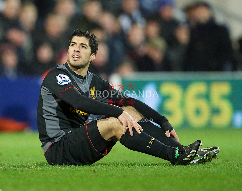 LONDON, ENGLAND - Sunday, December 30, 2012: Liverpool's Luis Alberto Suarez Diaz in action against Queens Park Rangers during the Premiership match at Loftus Road. (Pic by David Rawcliffe/Propaganda)