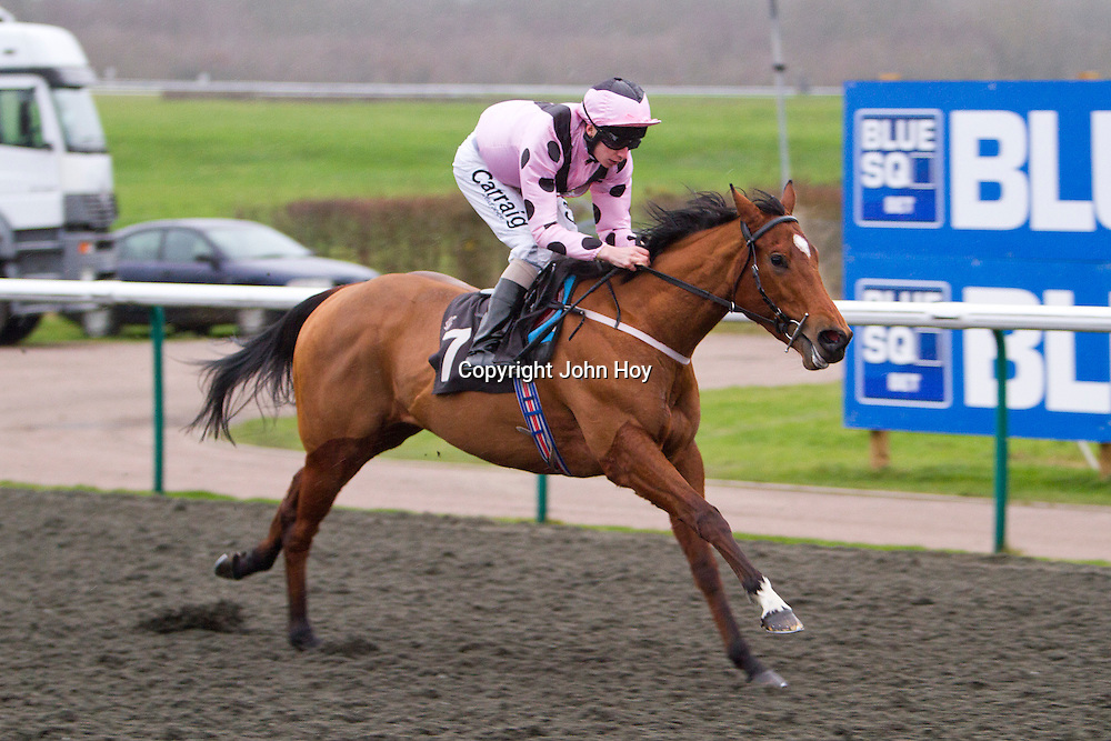 Pale Orchid and Luke Morris winning the 2.50 race