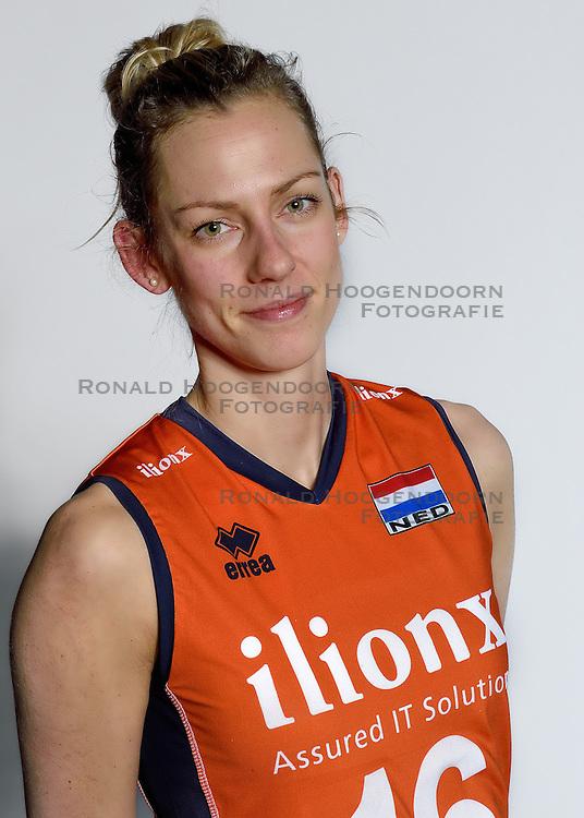 28-12-2015 NED: Nederlands Volleybalteam vrouwen, Arnhem<br /> Nederlands volleybalteam vrouwen op de foto met de nieuwe sponsorshirt ilionx / Debby Stam-Pilon #16
