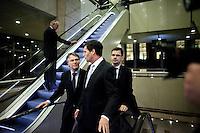 Nederland. Den Haag, 13 januari 2010.<br /> Balkenende , Bos en Rouvoet op weg naar de plenaire vergaderzaal. Het kabinet erkent dat met de kennis van nu een beter volkenrechtelijk mandaat nodig was geweest voor de inval in Irak. Dat schrijft premier Balkenende in een brief aan de Tweede Kamer. Daarmee werd gisteren een kabinetscrisis afgewend.<br /> Gisteren nam Balkenende nog afstand van de passage over het mandaat in het rapport van de commissie-Davids. vierde kabinet Balkenende; Balkenende IV; Balkenende Vier, coalitie, Wouter Bos, jan Peter Balkenende, Andre Rouvoet, minister-president, vice premiers, vice-premiers<br /> Foto Martijn Beekman
