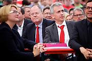 Frankfurt am Main | 21.09.2013<br /> <br /> Endspurt-Kundgebung auf dem Frankfurter R&ouml;merberg zum Landtagswahlkampf der SPD (Sozialdemokratische Partei Deutschlands) 2013, hier: <br /> Dr. Annette G&uuml;mbel, Peer Steinbr&uuml;ck, Peter Feldmann, Michael Roth (v.l.).<br /> <br /> ABDRUCK/NUTZUNG HONORARPFLICHTIG!<br /> <br /> &copy;peter-juelich.com<br /> <br /> [No Model Release | No Property Release]