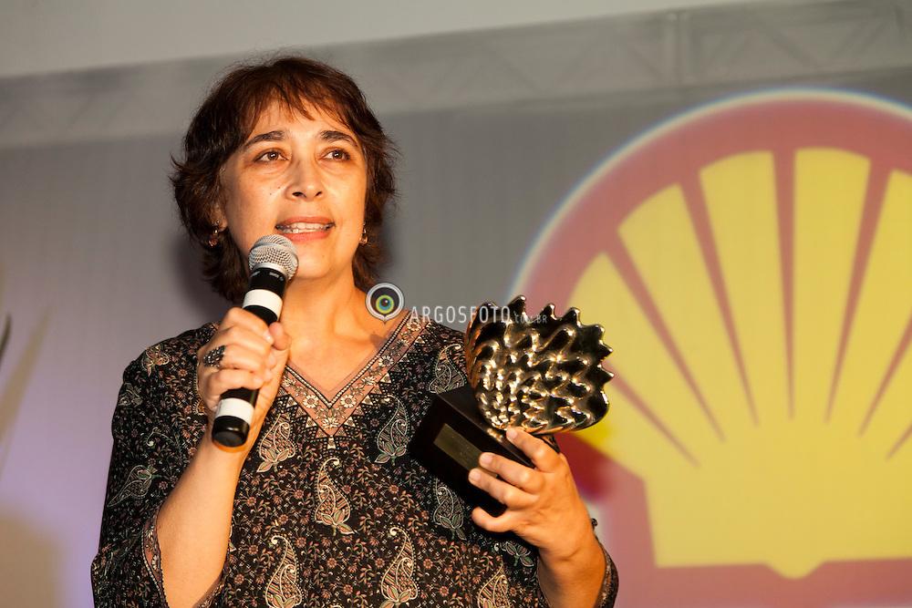 Cerimonia de premiacao do 23º Premio Shell de Teatro de Sao Paulo. Bete Dorgman recebe o premio de Melhor Atriz. Foto Marcos Issa/Argosfoto