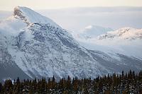 Noorwegen Gol 24 december 2008 20081224 Foto: David Rozing .Wintertafereel, uitzicht op bergmassief richting Hamsedal vanuit Gol  .Wintertime, mountain hill seen from Gol to Hemsedal..Foto: David Rozing