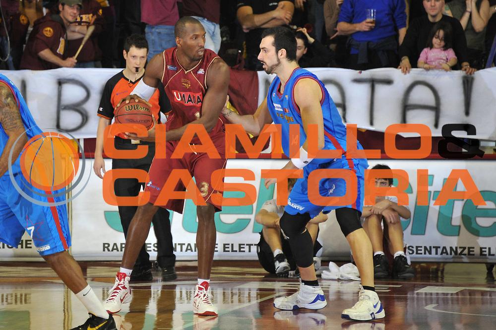 DESCRIZIONE : Venezia Lega Basket A2 2010-11 Umana Reyer Venezia Fastweb Casale Monferrato<br /> GIOCATORE : Sylvere Bryan<br /> SQUADRA : Umana Reyer Venezia Fastweb Casale Monferrato <br /> EVENTO : Campionato Lega A2 2010-2011<br /> GARA : Umana Reyer Venezia Fastweb Casale Monferrato<br /> DATA : 13/02/2011<br /> CATEGORIA : Palleggio<br /> SPORT : Pallacanestro <br /> AUTORE : Agenzia Ciamillo-Castoria/M.Gregolin<br /> Galleria : Lega Basket A2 2010-2011 <br /> Fotonotizia : Venezia Lega A2 2010-11 Umana Reyer Venezia Fastweb Casale Monferrato<br /> Predefinita :