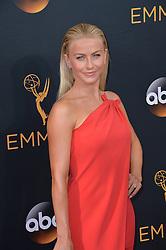 Julianne Hough bei der Verleihung der 68. Primetime Emmy Awards in Los Angeles / 180916<br /> <br /> *** 68th Primetime Emmy Awards in Los Angeles, California on September 18th, 2016***