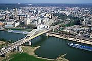 Nederland, Gelderland, Arnhem, 04-04-2002; stadscentrum met Eusebiuskerk, Rijnkade  met Nelson Mandelabrug, rivier de Rijn met cruise schepen, Hoge Veluwe aan de horizon; toerisme, recreatie, binnenvaart, verkeer en vervoer, verstedelijking, historische stadshart, wederopbouw, flats, Tweede Wereldoorlog - slag om Arnhem. Stadsgezicht; <br /> luchtfoto (toeslag), aerial photo (additional fee)<br /> foto /photo Siebe Swart