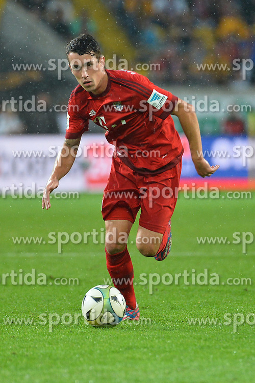 17.08.2015, Stadion Dresden, Dresden, GER, Testspiel, SG Dynamo Dresden vs FC Bayern Muenchen, im Bild Philipp Steinhart (FC Bayern Muenchen) am Ball // during a benefit Match between SG Dynamo Dresden and FC Bayern Munich at the Stadion Dresden in Dresden, Germany on 2015/08/17. EXPA Pictures © 2015, PhotoCredit: EXPA/ Eibner-Pressefoto/ Harzer<br /> <br /> *****ATTENTION - OUT of GER*****