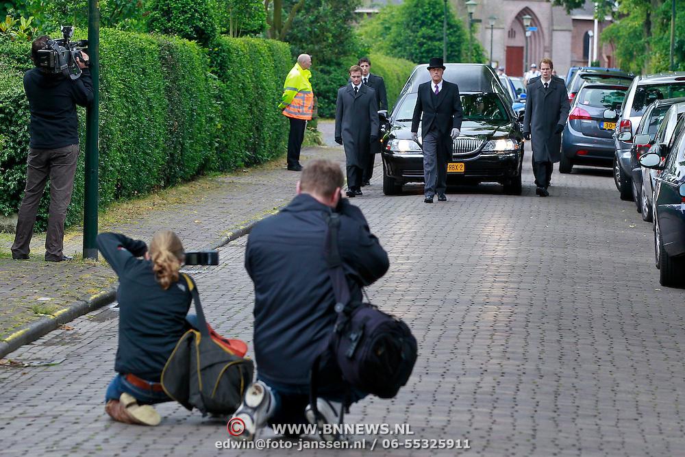 NLD/Blaricum/20110607 - Uitvaart Willem Duys,