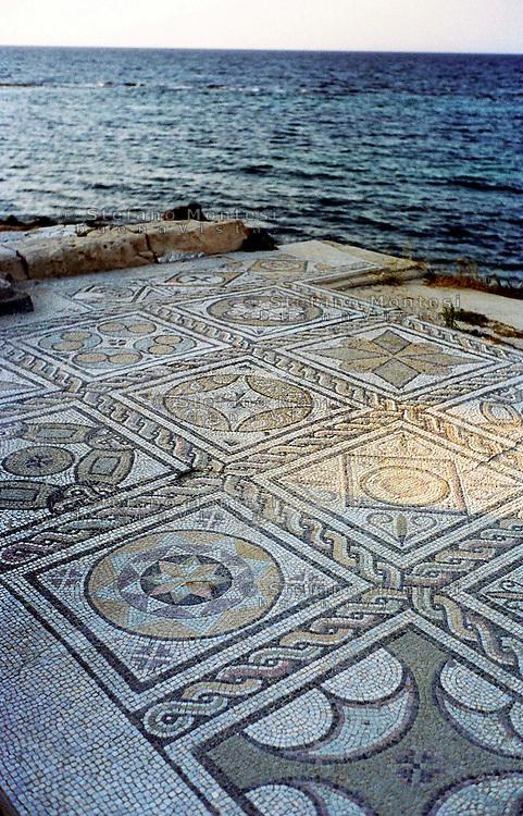 Libia  Sabratha .Città  romana a circa 67km da Tripoli.Un pavimento a mosaico delle terme che danno sul mare.<br /> Sabratha Libya.Roman city about 67km from Tripoli. A mosaic floor of the spa overlooking the sea.