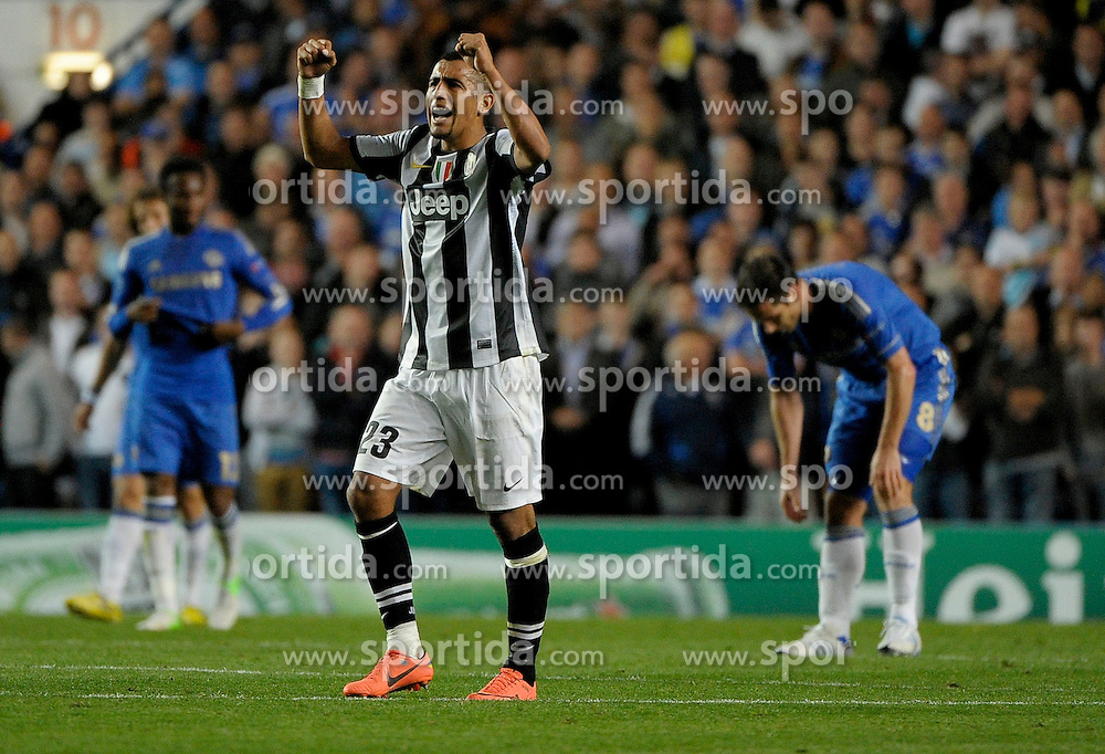 19.09.2012, Stamford Bridge, London, GBR, UEFA Champions League, FC Chelsea vs Juventus Turin, Gruppe E, im Bild Artur Vidal esultanza dopo il gol Juventus 2-1, Goal celebration // during the UEFA Champions League group E match between Chelsea FC and Juventus FC at the Stamford Bridge, London, Great Britain on 2012/09/19. EXPA Pictures © 2012, PhotoCredit: EXPA/ Insidefoto/ Federico Tardito..***** ATTENTION - for AUT, SLO, CRO, SRB, SUI and SWE only *****