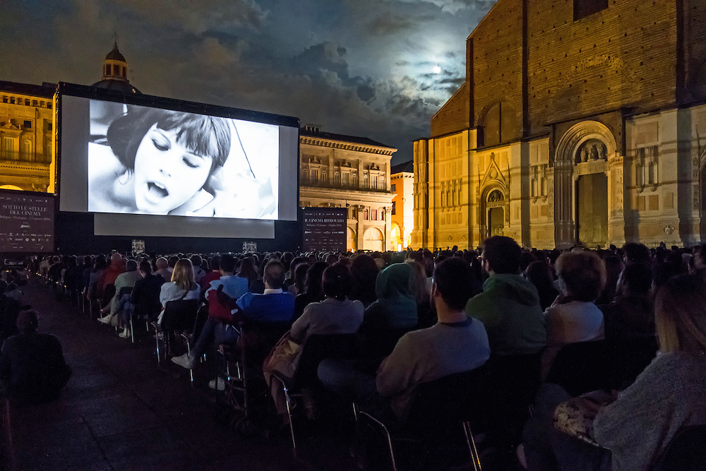 Summer outdoor cinema - Piazza Maggiore (Bologna). Finalist in the starred monuments of Emilia - Romagna contest 2016