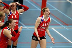 20170430 NED: Eredivisie, VC Sneek - Sliedrecht Sport: Sneek<br />Roos van Wijnen (11) of VC Sneek , Klaske Sikkes (10) of VC Sneek <br />&copy;2017-FotoHoogendoorn.nl / Pim Waslander