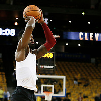 OAKLAND, CA - JUN 3: Jeff Green #32 of the Cleveland Cavaliers warms up prior to Game Two of the 2018 NBA Finals won 122-103 by the Golden State Warriors over the Cleveland Cavaliers at the Oracle Arena on June 3, 2018 in Oakland, California. NOTE TO USER: User expressly acknowledges and agrees that, by downloading and or using this photograph, User is consenting to the terms and conditions of the Getty Images License Agreement. Mandatory Copyright Notice: Copyright 2018 NBAE (Photo by Chris Elise/NBAE via Getty Images)
