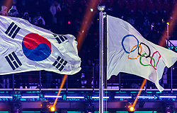 09.02.2018, Olympic Stadium, Pyeongchang, KOR, PyeongChang 2018, Eröffnungsfeier, im Bild die Flagge Südkoreas und die Olympische Flagge // the flag of South Korea and the Olympic flag during the Opening Ceremony of the Pyeongchang 2018 Winter Olympic Games at the Olympic Stadium in Pyeongchang, South Korea on 2018/02/09. EXPA Pictures © 2018, PhotoCredit: EXPA/ Johann Groder