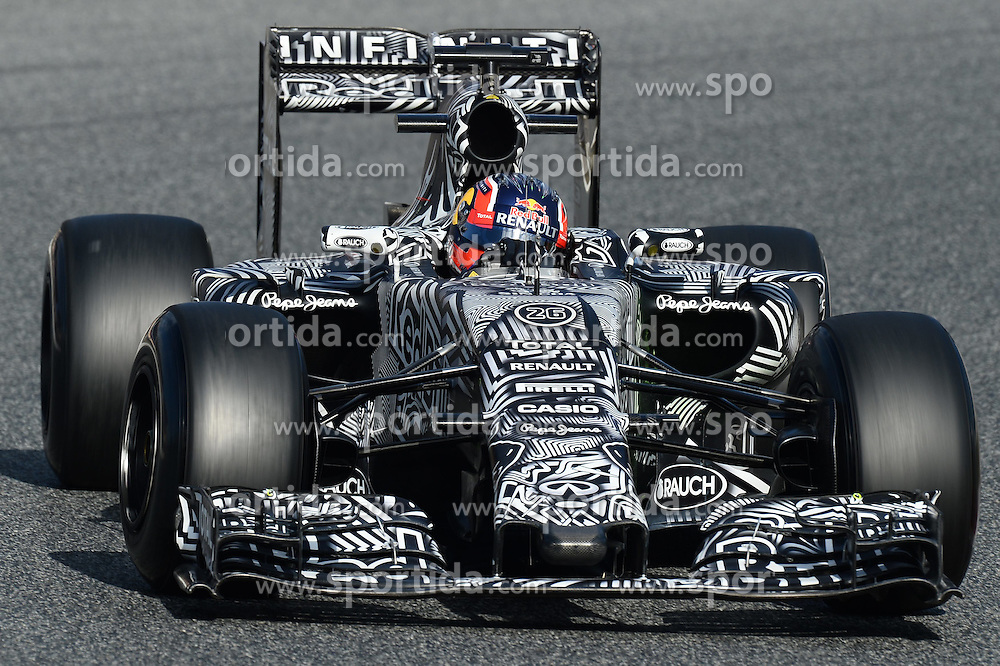 26.02.2015, Circuit de Catalunya, Barcelona, ESP, FIA, Formel 1, Testfahrten, Barcelona, Tag 1, im Bild Daniil Kvyat (RUS) Red Bull Racing RB11 // during the Formula One Testdrives, day one at the Circuit de Catalunya in Barcelona, Spain on 2015/02/26. EXPA Pictures &copy; 2015, PhotoCredit: EXPA/ Sutton Images/ Patrik Lundin Images<br /> <br /> *****ATTENTION - for AUT, SLO, CRO, SRB, BIH, MAZ only*****