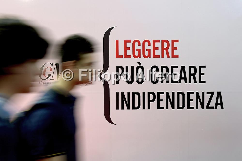 © Filippo Alfero<br /> Salone del Libro 2015<br /> Torino, 14/05/2015<br /> Nella foto: giovani lettori