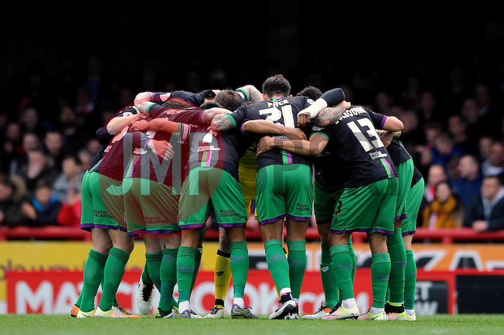 Bristol City huddle - Mandatory by-line: Dougie Allward/JMP - 16/04/2016 - FOOTBALL - Griffin Park - Brentford, England - Brentford v Bristol City - Sky Bet Championship