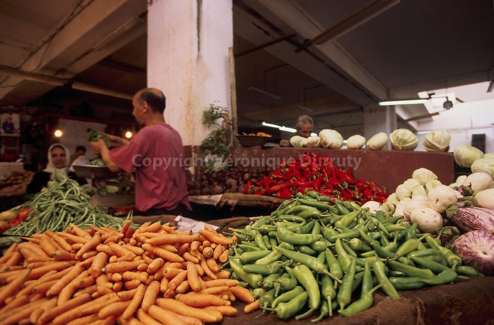 Etal de primeurs : carottes et haricots Etal de primeurs : carottes et haricots/ FRANCE ONLY