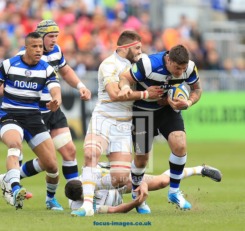 Matt Banahan of Bath Rugby and Sam Betty of Worcester Warriors during the Aviva Premiership match at the Recreation Ground, Bath<br /> Picture by Michael Whitefoot/Focus Images Ltd 07969 898192<br /> 19/04/2014