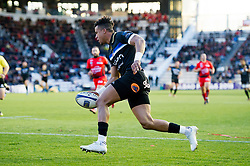 Anthony Watson of Bath Rugby runs in a try in the first half - Mandatory byline: Patrick Khachfe/JMP - 07966 386802 - 09/12/2017 - RUGBY UNION - Stade Mayol - Toulon, France - Toulon v Bath Rugby - European Rugby Champions Cup