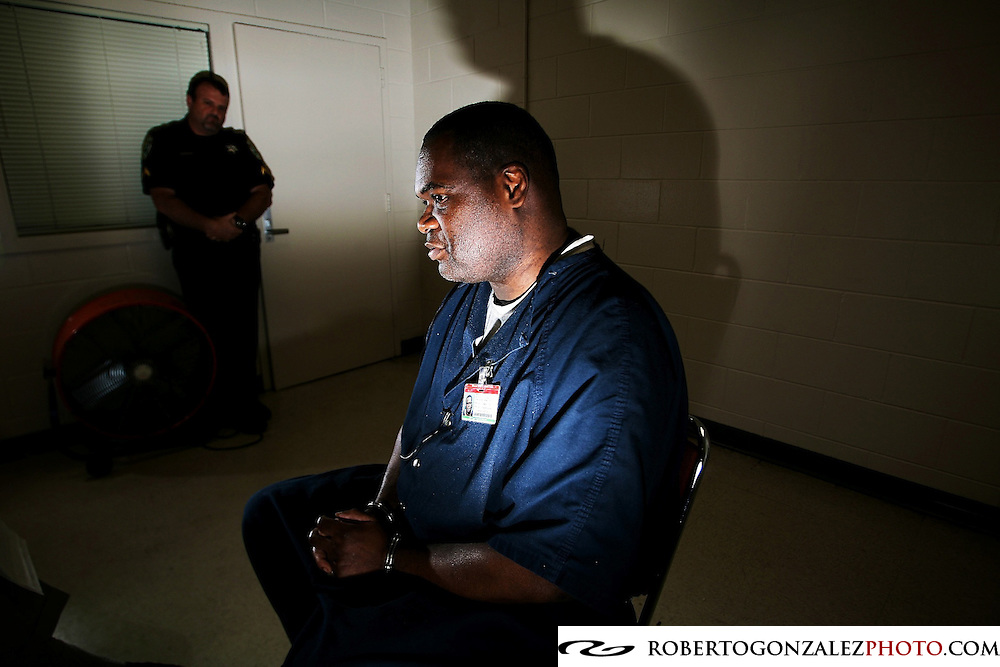 Maurice Reed during an interview at the Orange County jail, Orange County Correctional Corporal Jim Coleman stands guard. His life sentence was recently reduced, Orlando, Tuesday, September 9, 2008. (Roberto Gonzalez