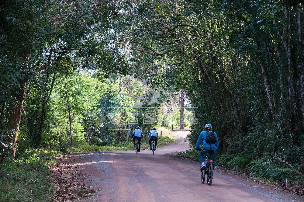 Viagem de cicloturismo nos Caminhos de Pedra, regiao de Bento Goncalves, Rio Grande do Sul, Brasil, foto de Ze Paiva, Vista Imagens.