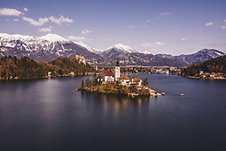 THEMENBILD - Blick auf den Bleder See mit der Insel Blejski Otok und der Marienkirche, wo sich bedeutende Ausgrabungen aus dem Früh- und Hochmittelalter befinden, aufgenommen am 20. Maerz 2019 in Bled, Slowenien // View of Lake Bled with the island of Blejski Otok and St. Mary's Church, where there are important excavations from the early and high Middle Ages., Bled, Slovenia on 2019/03/20. EXPA Pictures © 2019, PhotoCredit: EXPA/ JFK