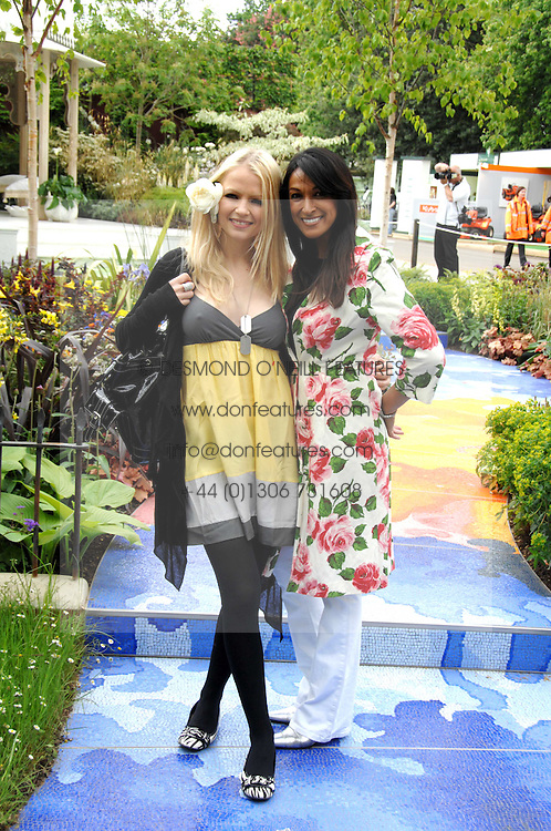 Left to right, HANNAH SANDLING and JACKIE ST.CLAIR at the 2008 Chelsea Flower Show 19th May 2008.<br /><br />NON EXCLUSIVE - WORLD RIGHTS