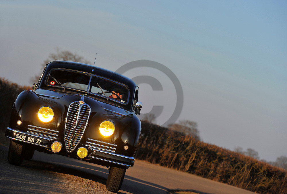 22/02/12 - VENDENESSE - SAONE ET LOIRE - FRANCE - Essais de la DELAHAYE Type 180 ayant appartenu a Maurice THOREZ, voiture officielle du Parti Communiste en 1937. Carrosserie blindee par les ateliers CHAPRON - Photo Jerome CHABANNE